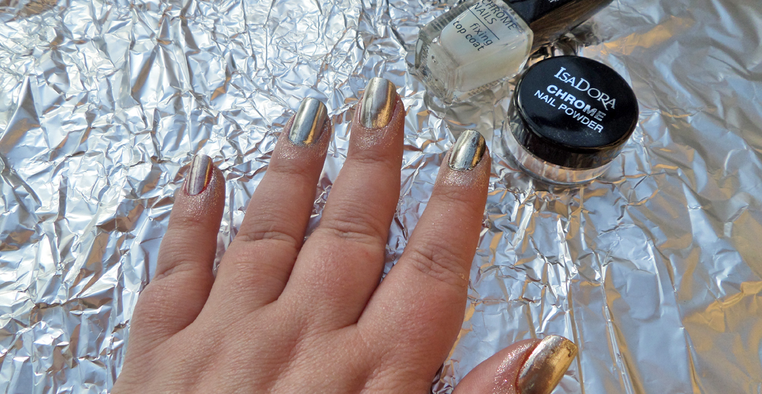 Chrome your nails with Isadora