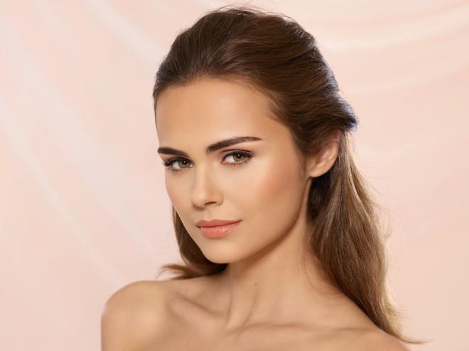 Isadora; Model; Xenia; Face; NudeCushionFoundation; Nude Cushion Foundation
